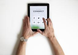iPad social media